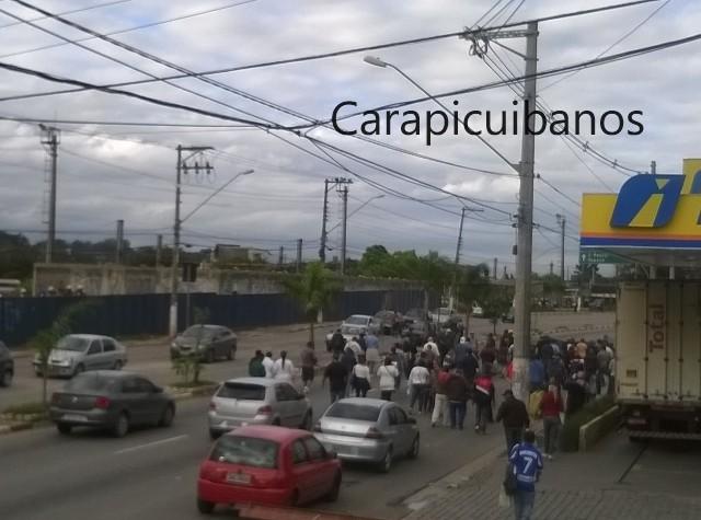 Servidores de Carapicuíba param por reajuste de salário